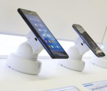 Universal secure phone holder with recoiller